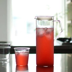 ▥KINTO CAST water jug 耐熱玻璃水瓶 1.2L (https://goo.gl/TkRfHT) 日本品牌一貫簡約雅緻的設計,並搭配優雅手把方便取握,可微波的耐熱玻璃材質,讓您冷熱飲隨時都能靈活運用不受限制。 哎喔生活雜良 http://ift.tt/2e9gl3d http://ift.tt/2eITk9g October 17, 2016 at 08:02PM http://ift.tt/1e5agCl (addons748) Tags: 哎喔生活雜良 httpswwwfacebookcomaddonstwphotosa2732595228673161073741827273192696207332559460637580535type3 httpsscontentxxfbcdnnetvt109146662065594606375805355575951457034973091njpgoh3536a7eb44da6c14a361474c02db756aoe58a01c83 ▥kinto cast water jug 耐熱玻璃水瓶 12l (httpsgoogltkrfht) 日本品牌一貫簡約雅緻的設計,並搭配優雅手把方便取握,可微波的耐熱玻璃材質,讓您冷熱飲隨時都能靈活運用不受限制。 httpwwwfacebookcompagesp273192696207332 october 17 2016 0802pm