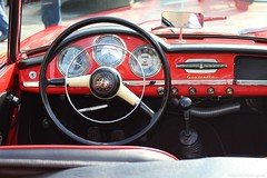 1960 - Alfa Romeo Giulietta Spider - AH-38-76 -2 (Oldtimers en Fotografie) Tags: ah3876 1960alfaromeogiuliettaspider 1960 alfaromeogiulietta alfaromeo giulietta spider midlandclassic2016 midlandclassicshow2016 midlandclassicshow midlandclassic almere 16emidlandclassicshow fotograaffransverschuren fransverschuren klassieker oldtimer oldcars classiccars oldtimers italiancars italie interieur interior steeringwheel dashboard stuur cardetail oldtimersfotografie