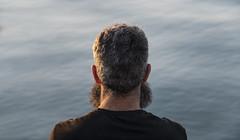 Meditation (- Cajn de sastre -) Tags: meditation meditacin agua water mar sea pelo hair barba beard barbudo bearded espalda backshot conceptualimage conceptualphotography creativeselfportrait creativephotography nikkor1685mmf3556ged nikond500 thoughts pensamientos solitude soledad relajacin relax relaxatiton