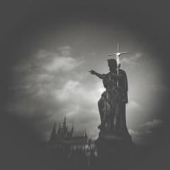 Tempus fugit: Praga (miemo) Tags: charlesbridge czechrepublic holga prague praha analog analogue bw blackandwhite clouds europe film kodak sky statue teleconverter tmax400 vignetting
