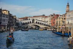 Sunset in Rialto (Txulalai) Tags: venezia venice venecia italia rialto puentederialto bridge rialtobridge travel grancanal agua arquitectura monumento sony sonya6000 sonyilce6000 sonyalpha6000