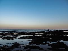 Horizonte (Nerea Lorenzo.) Tags: contraste playa mar cielo horizonte clido fro pescador airelibre verano calma tranquilidad serenidad rocas