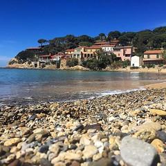 Buongiorno dalla spiaggia di #forno a #portoferraio nello scatto di @cideviandare. Continuate a taggare le vostre foto con #isoladelbaapp il tag delle vostre vacanze all'#isoladelba. http://ift.tt/1NHxzN3  (isoladelbaapp) Tags: isoladelba elba visitelba portoferraio porto azzurro capoliveri marciana marina di campo rio