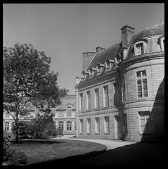 Chteau de Fontainebleau ([Hugo Charrier]) Tags: chteau fontainebleau france napolon bonaparte castle moyen format medium 6x6 120 tlr semflex twin lens reflex