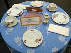 Victorian Tea Set display, Como Park Conservatory, St. Paul, MN (ali eminov) Tags: stpaul minnesota parks comopark comoparkconservatory displays china plates cups teaset victorianteaset