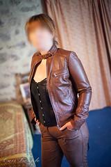 elle265 (Cuir Couple) Tags: cuir leder leather cuero veste jacket jupe skirt pantalon pant hosen mistress maitresse cuissardes matre master bondage bdsm cravache martinet