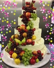 #buonasera #golosoni #weddingcake #tortamatrimonio #cascatadifrutta #pastrypassion #cakedesign #pasticceriapeggi #follonica #ciaopaolo #noncifermiamo