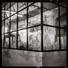 Atelier (*altglas*) Tags: lisboa lisbon lissabon lxfactory mediumformat mittelformat 6x6 120 film analog rolleiretro80s bw monochrome zeiss superikonta 53316 rodinal