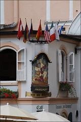 Restaurante (Salzburgo, 21-7-2016) (Juanje Oro) Tags: 099 2016 austria salzburgo patrimoniodelahumanidad whl0784 bandera pintura flor