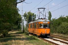 Dwag-Gelenkwagen 4405 nahe der Haltestelle '28-ti DKTs' (Frederik Buchleitner) Tags: 405 4405 achtachser bulgaria bulgarien blgariya duewag dwag gt8 gt8zr linie23 sofia stolitschenelektrotransportag strasenbahn streetcar tram trambahn tramvai     sofiacity blgariya dwag straenbahn tramvai