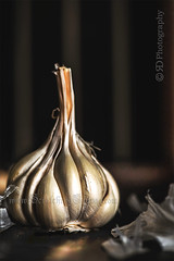 """What garlic is to food, insanity is to art."" ~Augustus Saint-Gaudens (Rimli D) Tags: nikkor nikon staples foodphotography foodstyling foodblog foodpicture foodblogger food foodporn fruitsvegetables iamnikon moodphotography darkphotography"