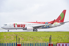 T'way Air Boeing 737-800      _DSC3423 (bunya541) Tags: twayair taipei taiwan songsungairport seoul korea boeing737800 b738 737800 hl8024 rainy gmp gimpo  gimpointernationalairport boeing7378hx  speciallivery  midair travel flying airplane commercialairplane cloudsky sky outdoors horizontal colorimage transportation photography day sunlight airportrunway business sunrisedawn freighttransportation aerpspaceindustry landingtouchingdown cloudscape vacations businesstravel frontview horizon airvehicle approaching asphalt journey dusk tourism vertical