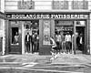 Adieu, ancien régime!/Gentrification (floressas.desesseintes) Tags: paris marais ruedesfrancsbourgeois gentrification gentrifizierung magasin shop geschäft mode lifestyle modernezeiten moderntimes lestempschangés streetfotografie impressionen schwarzweis