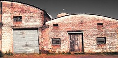 11ee03ff-499b-4c87-9359-0fb0f74851f8 (gesielfreire) Tags: collor city cidade architecture factory art arquitetura dark red street paisaje