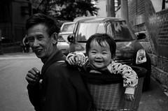 Chongqing (重庆), near Zhong Shan San Lu, April 2013 (Foooootooooos) Tags: china street city portrait blackandwhite bw nikon child noiretblanc zwartwit candid grandfather streetportrait 中国 chongqing sichuan portret rue opa kina cina chine childcare 中國 重庆 chungking الصين 重慶 重慶市 tionghoa כינע sjina kinderzorg d7000 anakcucu zhongshansanlu 충칭 تشونغتشينغ zhongshansan orangtionghoa