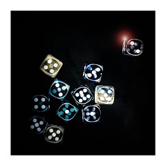 Seven (memories-in-motion) Tags: 7 sieben seven dice wrfel augen zahlen numbers spiel game win loose gewinnen verlieren rechteck square frame rahmen weiss selective alternative experimental v800 epson