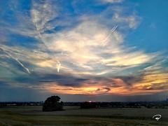 SONNENUNTERGANG BER SW #Sonnenuntergang #sunset #Schweinfurt #Wolken #clouds #Mainfranken #MainRhn #Panorama #landscape #Photographie #photography (benicturesblackwhite) Tags: landscape mainrhn sonnenuntergang wolken mainfranken photography clouds sunset schweinfurt photographie panorama
