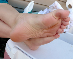 lala20 (J.Saenz) Tags: feet foot pies fetichismo podolatras dedo toe pedicure nail ua polish planta sole barefoot descalza arch esmalte pintada toenail pieds mujer woman