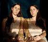 Hermanas (Eme de Marte) Tags: hermanas retrato tripas madeja luznatural microcuatrotercios