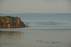 Le lac, un matin en octobre... / Morning light on the lake... (Pentax_clic) Tags: imgp7276 pentax kr octobre 2016 robert warren anse vaudreuil qubec matin lac deuxmontagnes