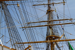 JARCIAS (bacasr) Tags: lines cables cofas cabos barcos rigging vergas marinero naval ship buque nautico foretops old mstilles antiguo ropes masts americovespucci jarcias yards tallship