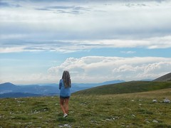 Infinity (G A B R I H A L O) Tags: castelluccio norcia valle monti verde cielo sky green pascoli ritratto aria pura clouds valley mountains umbria blue white bianco girl baby blonde allaperto outdoor natura nature italia italie