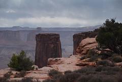 Looking back at the end of the mesa... 20160923_5994 (listorama) Tags: usa utah canyonlandsnationalpark steermesa dbnotes