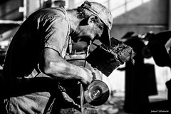 276#365 Mau (Fabio75Photo) Tags: man uomo people work lavoro polvere aspiratore macchinario molatrice irelm cromatura lucidatura metalli ferro inox acciaio operaio feltro sisal spuntiglio ruota nero black white bianco cappello tuta lucidare