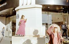 Sans titre (Guy Le Guiff) Tags: streetphotography street strada color argentique film paris another epic sniff stolen grime