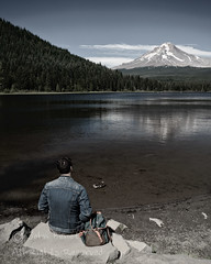 Il réfléchisse sur un reflet (man reflecting on a reflection) (saganorth2000) Tags: man oregon trilliumlake forest reflection sitting denimjacket water lake midday clouds mountain serene tranquil meditation meditative contemplation french