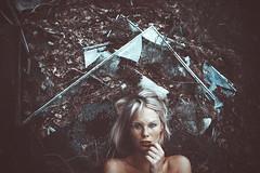 Lea. (Martin Neuhof | martin-neuhof.com) Tags: brokenglas girl blond