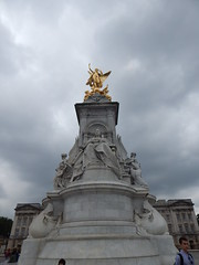 Queen Victoria Statue (anastzach) Tags: london buckingham palace victorian age gold queen victoria statue