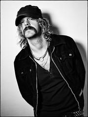 "Robert ""Strings"" Dahlqvist (Hasse Linden) Tags: musician portrait portrtt ritratto retrato ledlight"