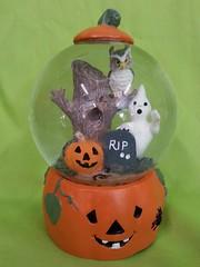 Halloween Pumpkin Snowglobe (stevensonmetal) Tags: tree halloween pumpkin jack globe jackolantern rip ghost tombstone decoration haunted owl lantern decor snowglobe