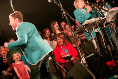 2016.08.29-MON-AJ-GB16-0468 (Greenbelt Festival Official Pictures) Tags: band anyone can join hope social boughtonhouse greenbeltfestival theglade alijohnston alijphotos alijsphotos gb16 glade greenbelt greenbelt2016 hopeandsocial silentstars wwwalijphotoswordpresscom bandanyonecanjoin