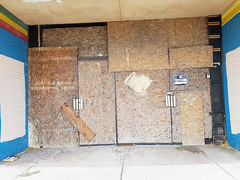 September 17, 2016 - Photo 8 (Cell Phone) (h20series) Tags: columbus columbusohio mrbills mrbillsbowlingcenter mrbillsbowlinglounge mrbillsbowlinglanes mrbillslanes northlinden northernlights linden decay urbandecay urbanexploration urbex closed entrances