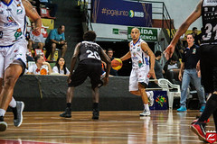 Improvised Point Guard (guanaeslucas) Tags: bauru brasil brazil xv piracicaba basquete basquetebol basket basketball game play jogo bola ball ginásio esporte esportes sport sports canon dslr