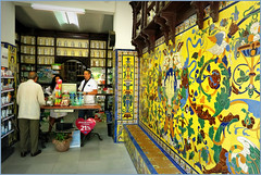 Une pharmacie dans le quartier Triana, Sevilla, Andalucia, Espana (claude lina) Tags: claudelina espana spain espagne andalucia andalousie ville town city sevilla sville azulejos