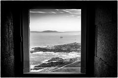 Il veliero (Roberto Spagnoli) Tags: veliero sailingship acorua faro lighthouse ocean sea nave biancoenero blackandwhite finestra window galicia spain spagna paesaggio landscape