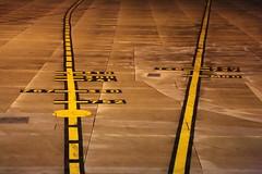 Lignes... ariennes (Pi-F) Tags: aroport ligne stationnement airbus position nuit clairage jaune extrieur piste avion