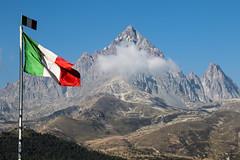 At every King its flag - Ad ogni Re la sua bandiera (Marco Ottaviani on/off) Tags: italia italy piemonte piedmont alpi alps monviso redipietra kingofstone bandiera flag tricolore tricolor canon marcoottaviani
