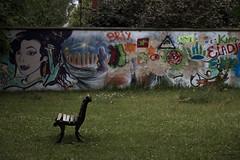 Waiting in vain (AltoEnGrasas) Tags: berlin alemania germany city ciudad wall muro banco bench park parque
