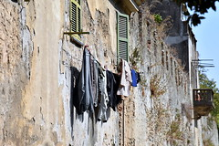 bandiere liguri (pianlux) Tags: panni stesi asciugare mura liguria borgo pietra angolo muri mur bucato buga sventolano