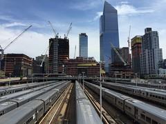 Pátio de trens, the High Line. (Elias Rovielo) Tags: architect moderno futurista thehighline highline jardimsuspenso parquesuspenso passarela nyc passeio subway metrô pátio