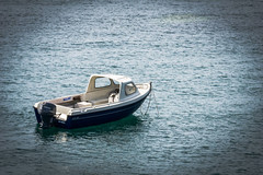 Lonely boat (Rayoflightbe) Tags: normandi travel normandy boat the chausey islands ile de