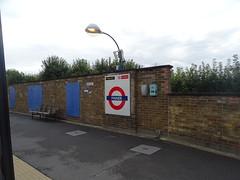 Pinner (Metropolitan line) (andyaldridge) Tags: londonunderground metropolitanline pinner underground