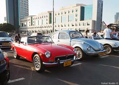 MG MGB, Volkswagen Type 1 Beetle (Yohai_Rodin) Tags: classic car five club israel tel aviv 5 cars מועדון החמש תל אביב היכל מנורה מכונית קלאסית מכוניות קלאסיות