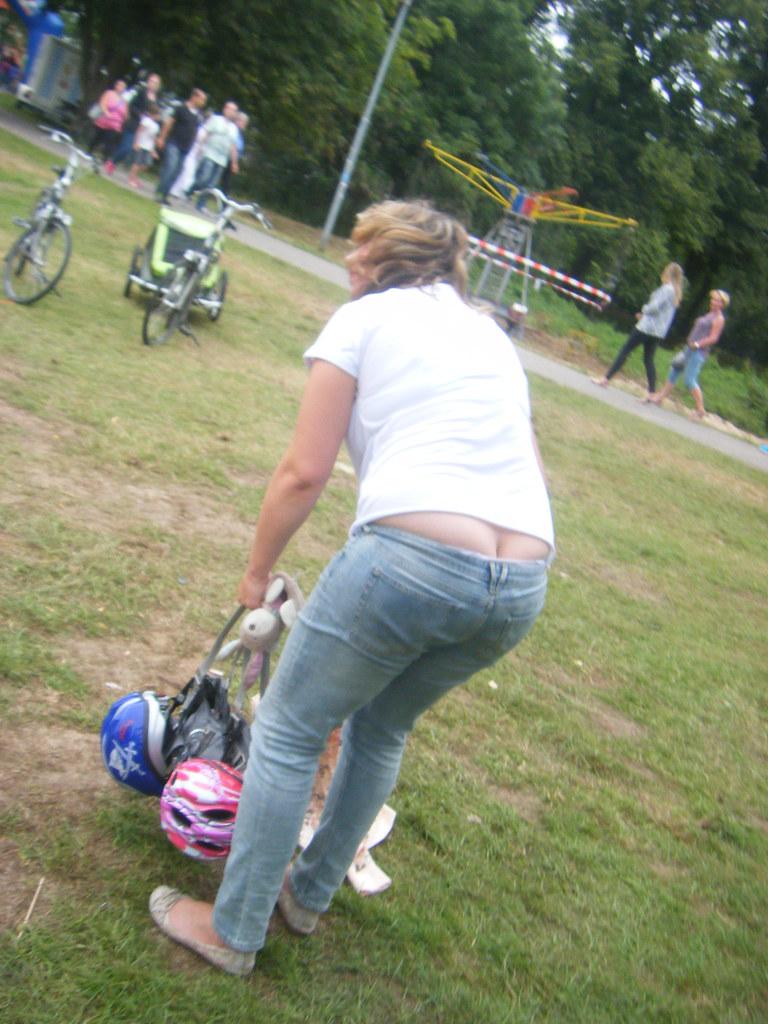 Nice milf ass crack
