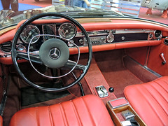 MercedesBenz_interior_DSCN4440 copy (darioalvarez) Tags: cochesclsicos autoclssicoporto2016 oporto portugal octubre2016 exponor mercedebenz rojo