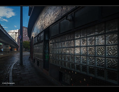 urbane Tristesse (geka_photo) Tags: gekaphoto hamburg deutschland urban urbanes glasbausteine strase brgersteig